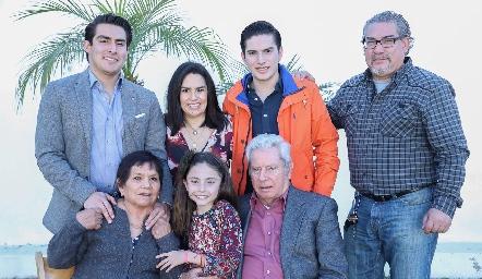 Familia Echavarría Quibrera con Juanita y Ricardo Quibrera.