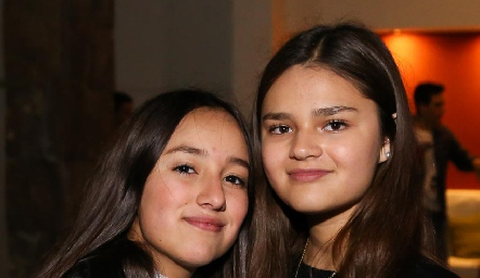 Ximena Escamilla y Dani Noyola.