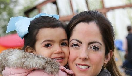 María Andrea y Carla Sámano.