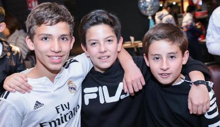 Daniel, Santi y Víctor.