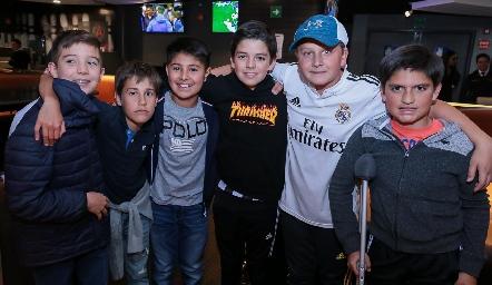 Andrés Araiza, Mau Galván, Diego Pérez, Pato Vera, Jerónimo Rodríguez y Chus Conde.