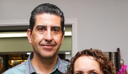 Carlos Madrigal y Gaby González.