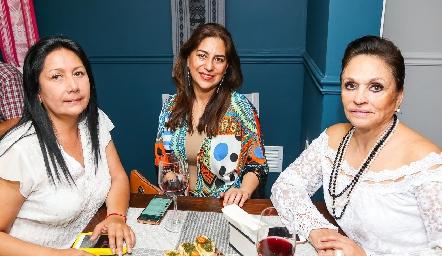 Leticia de Azcárate, Verónica García y Esther Ortiz.