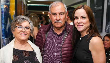 Flor Alicia de Guel, Arturo Guel y Diana Guel.