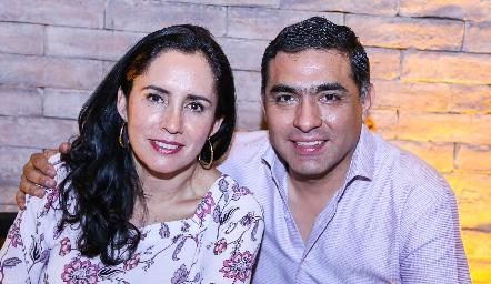 Alma Rosa y Javier Hernández.