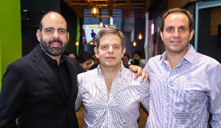 Félix Feres, Juan Carlos Feres y Manolo Abad, los socios de Sushi Roll Sendero.