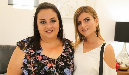 Bety de la Maza y Alejandra Martínez.