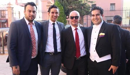 Rodrigo con sus amigos.