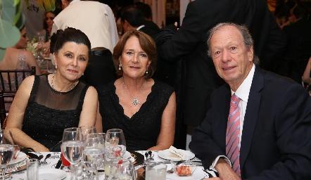 Cecilia Meade, María Eugenia Meade y Manuel Muñiz.
