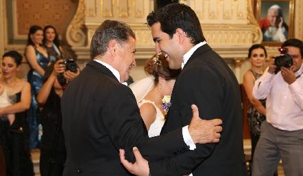 José Alberto Meadeentregando a su hija Ana Paty.