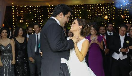 Rodrigo Poumian y Ana Paty Meade en su boda.