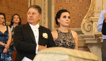 José Alberto Meade y Elsa Trujillo de Meade, papás de la novia.