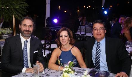 Luis Mahbub, Alejandra Ávila y Toño Gutiérrez.