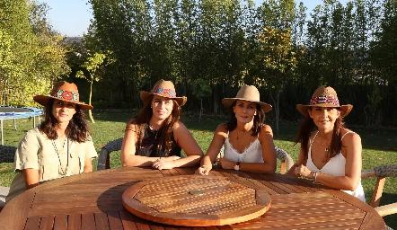 Mónica Galarza, Meritchell Galarza, Claudia Artolózaga y Cristina Villalobos.