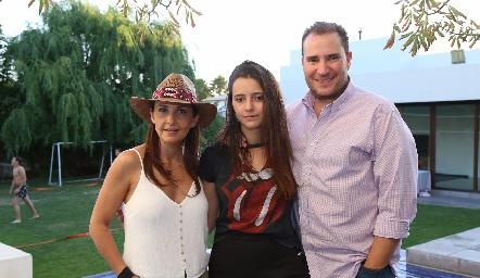 Cristina Villalobos, Cristy y Luis Nava.