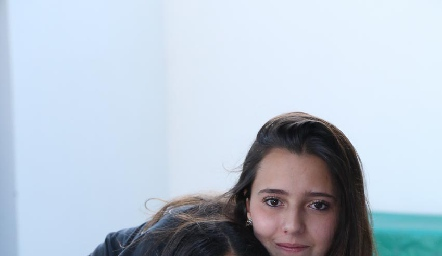 Daniela Navarro y Cristy Nava.