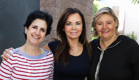 Martha Eugui, Elsa Tamez y Aurora García.