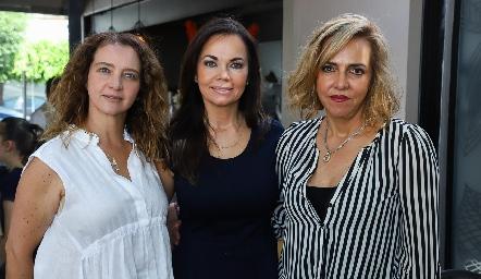 Karina Navarro, Elsa Tamez y Mimí Hinojosa.