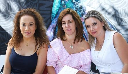 Lorena Herrera, Alejandra Ávila y Carla Saucedo.