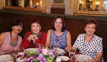 Verónica Rueda, Evangelina Rueda, Monserrat Castellanos y Maricarmen Rueda.