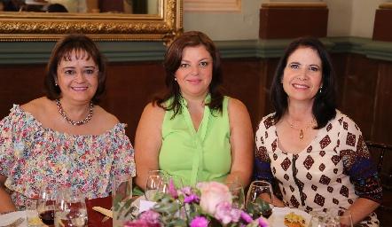 Olivia Trujillo, Claudia Flores y Verónica Balbontín.