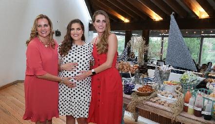Danitza con su mamá Patricia del Bosque y hermana Paulet Lozano.