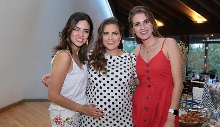 Nadia Solis, Danitza y Paulet Lozano.