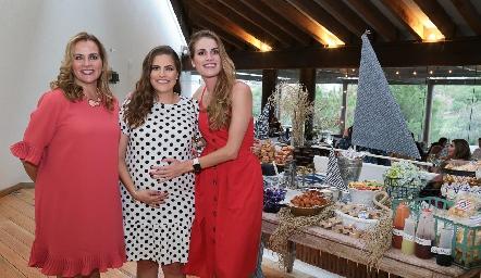 Patricia del Bosque, Danitza y Paulet Lozano.