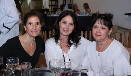 María Dolores Hernández, Vicky Fernández y Lourdes de la Mora.