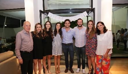Federico, Ana Gabriela y Miriam Díaz Infante, Tere Mancilla, Federico Díaz Infante, Rodrigo Planas, Paloma Díaz Infante y Gaby Meade.