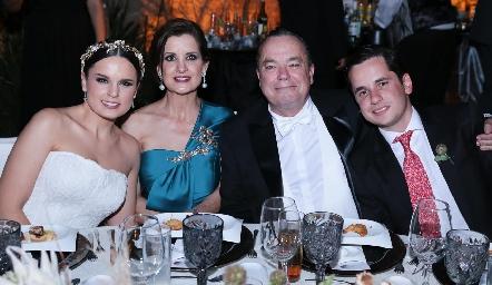 Maite Soberón, Maite Yamín, Agustín y Agustín Soberón.
