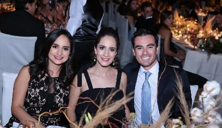 Claudia Villasana, Daniela Mina y Alejandro Mancilla.