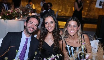 José García, Regina e Isabel Gutiérrez.