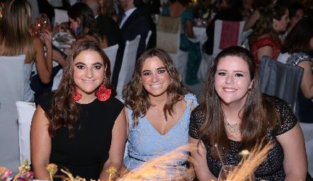 Jimena Vigíes, María José Vigíes y Renata Idurita.