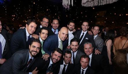 Andrés con sus amigos.