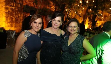 Pilar Labastida con sus amigas.