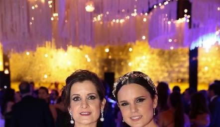 Maite Yamín con su hija Maite Soberón.