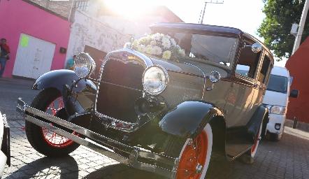 Un hermoso auto clásico.