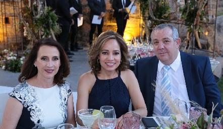 Carmelita Bravo, Ana Luisa Acosta y Pedro Torres.