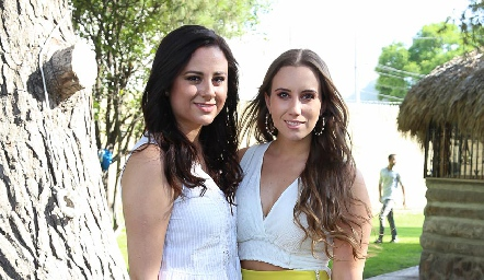 Lorena Madrigal y Paty Dantuñano.