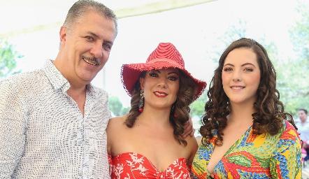 Rolando Hervert, Marilú Acosta y Marianne Hervert.