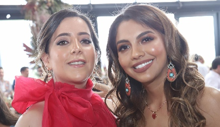 Isa Albas y Lorena González.
