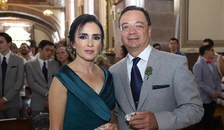 Claudia Vázquez de Obregón y Luis Obregón, papás de la novia.