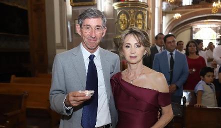 Fernando Castañeda y Patricia Bueno de Castañeda, papás del novio.
