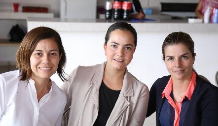 Lourdes Gómez, Mariana Meade y Pilar Palomar.