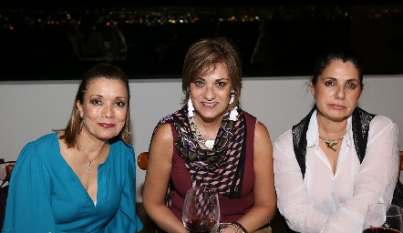 Soledad Vega, Ana Mary Lorca y Rigeb Salazar.