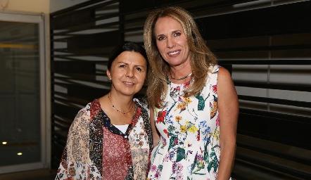 Estela Torres y Lupita Pereda.