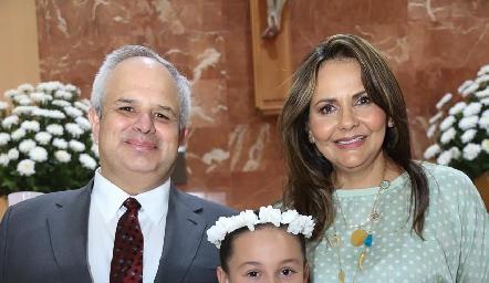Fer con sus padrinos Héctor Dávila y Toyita Villalobos.