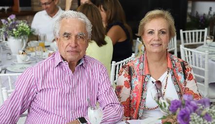 Octaviano Gómez y Gómez y Yolanda González.