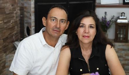 Rafael y Esmeralda Villalobos.